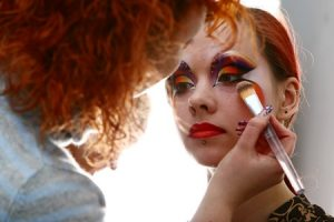 8750802 - make up bachkstage